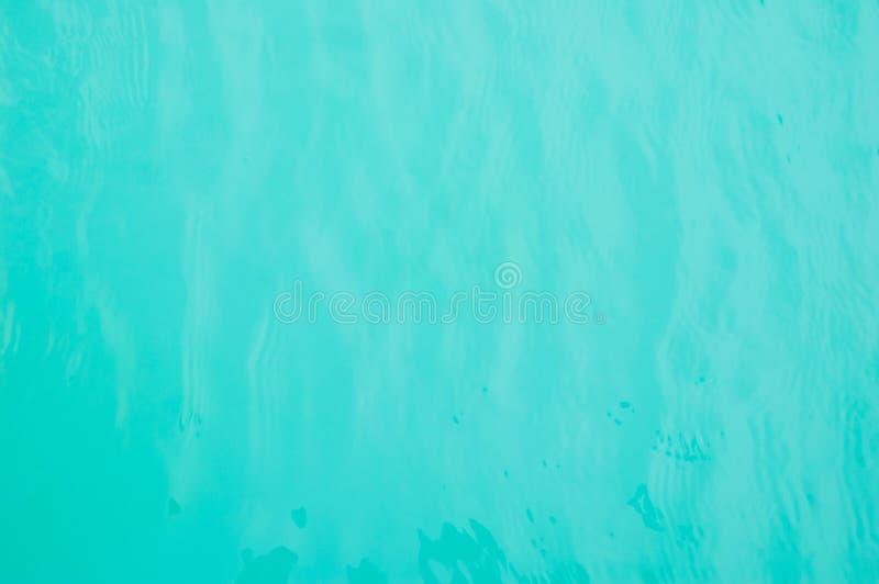 Μπλε νερό της πισίνας στοκ φωτογραφία