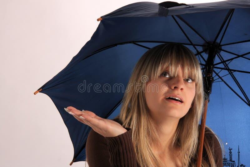 μπλε ομπρέλα στοκ φωτογραφίες με δικαίωμα ελεύθερης χρήσης