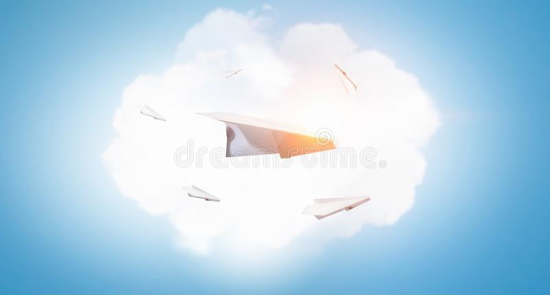 μπλε ουρανός αεροπλάνων εγγράφου στοκ εικόνες