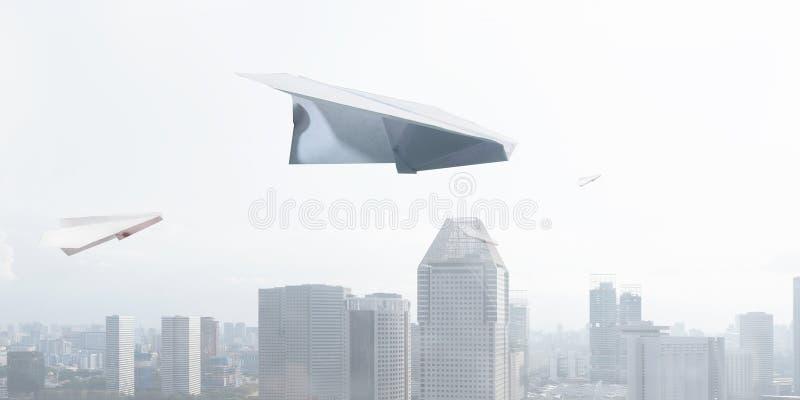 μπλε ουρανός αεροπλάνων εγγράφου στοκ φωτογραφία με δικαίωμα ελεύθερης χρήσης