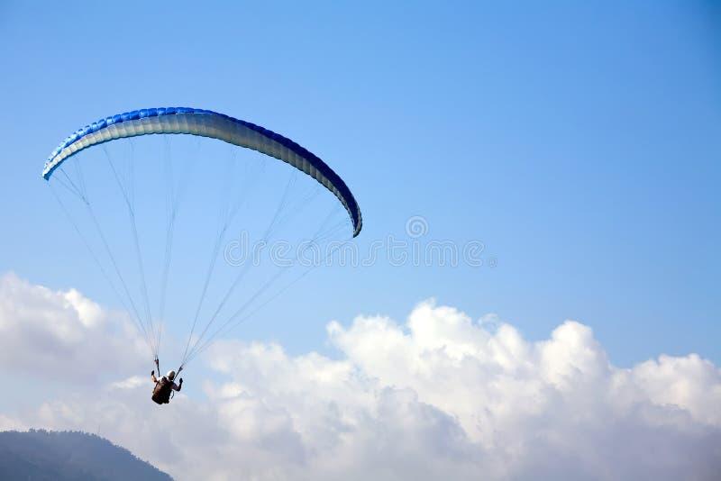 μπλε ουρανός ανεμόπτερο&up στοκ φωτογραφία με δικαίωμα ελεύθερης χρήσης