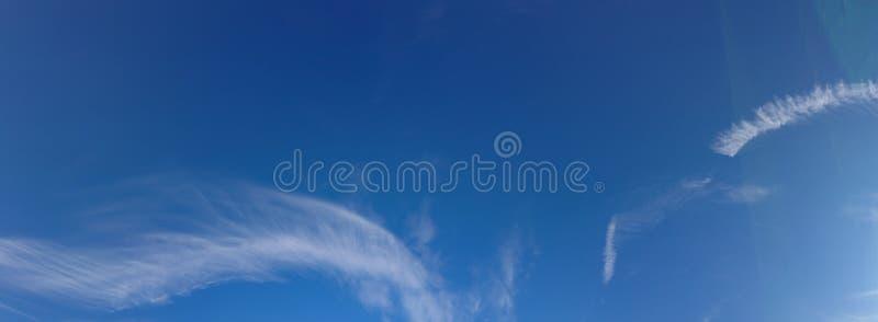 Μπλε ουρανός και σύννεφα Skyscape στοκ φωτογραφία με δικαίωμα ελεύθερης χρήσης