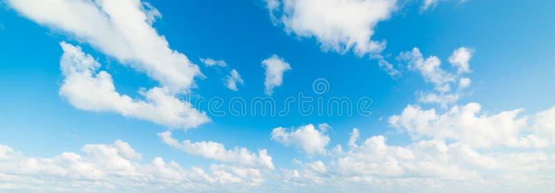 Μπλε ουρανός με τα σύννεφα στο Μαϊάμι Μπιτς στοκ φωτογραφία με δικαίωμα ελεύθερης χρήσης