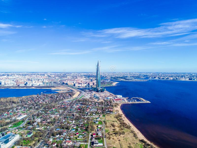 μπλε ουρανός πολυκατοικίας οριζόντων πόλεων του Κόλπου των φωτογραφιών της Φινλανδίας από ένα ύψος στοκ εικόνες