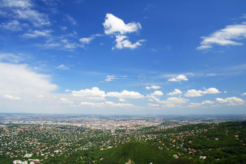 μπλε ουρανός πόλεων στοκ εικόνες