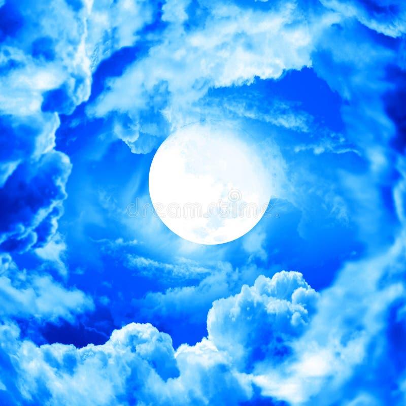 μπλε ουρανός φεγγαριών ελεύθερη απεικόνιση δικαιώματος