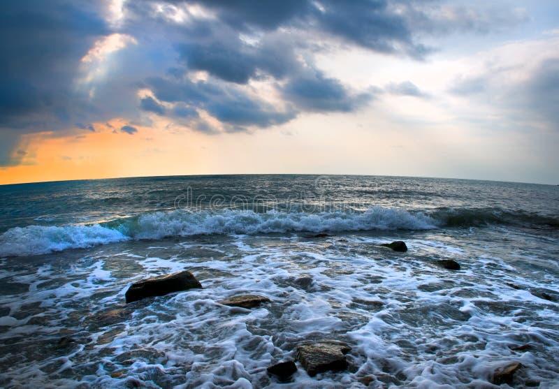 μπλε πέρα από το ύδωρ ουρανού στοκ εικόνες