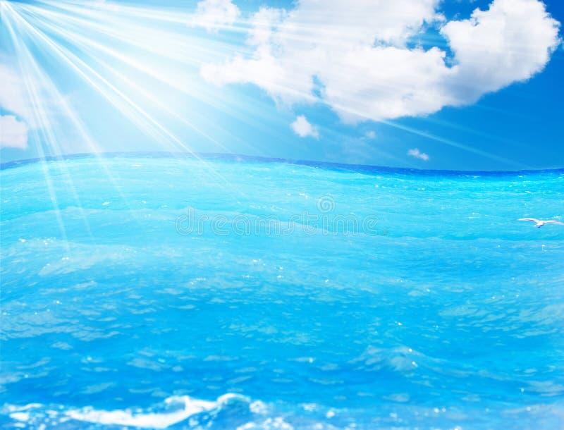 μπλε πέρα από το ύδωρ ουρανού στοκ φωτογραφία με δικαίωμα ελεύθερης χρήσης