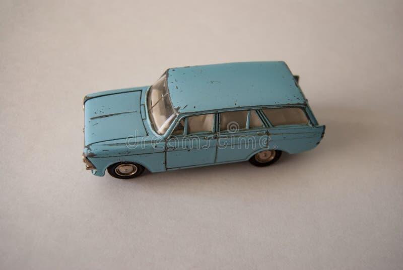 Μπλε παλαιό ρωσικό αυτοκίνητο παιχνιδιών στοκ εικόνες
