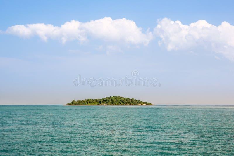 Μπλε παράδεισος νησιών ερήμων νησί τροπικό Καταπληκτικό υπόβαθρο παραλιών για το θερινό ταξίδι και το σχέδιο έννοιας διακοπών στοκ φωτογραφίες με δικαίωμα ελεύθερης χρήσης