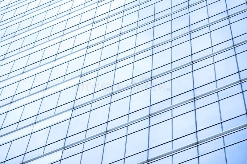 Μπλε παράθυρο του σύγχρονου κτιρίου γραφείων στοκ εικόνα