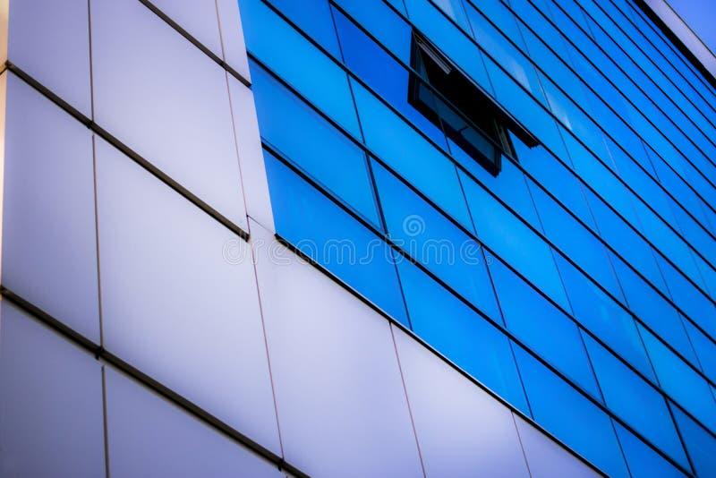 Μπλε παραθύρων αρχιτεκτονικής στοκ φωτογραφία