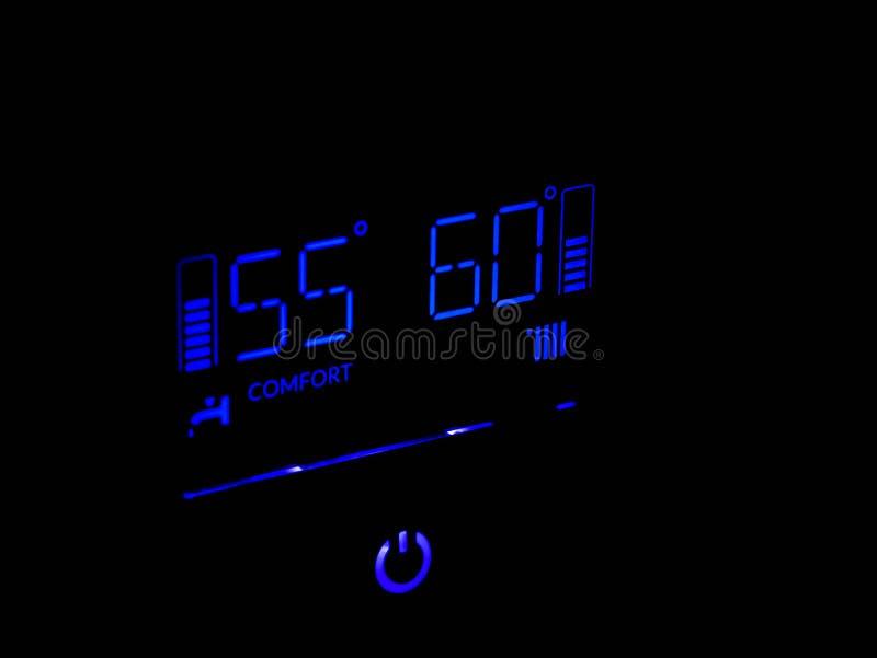 Μπλε που λειτουργεί κατάλληλα ψηφιακή επίδειξη θερμαστρών αερίου την κεντρική στοκ εικόνες