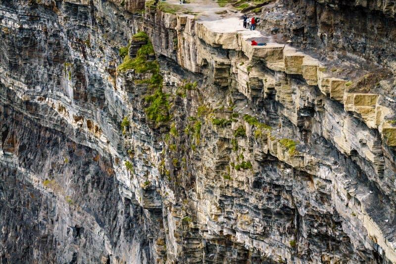 Μπλε πρόσωπο απότομων βράχων σε Moher στοκ εικόνα