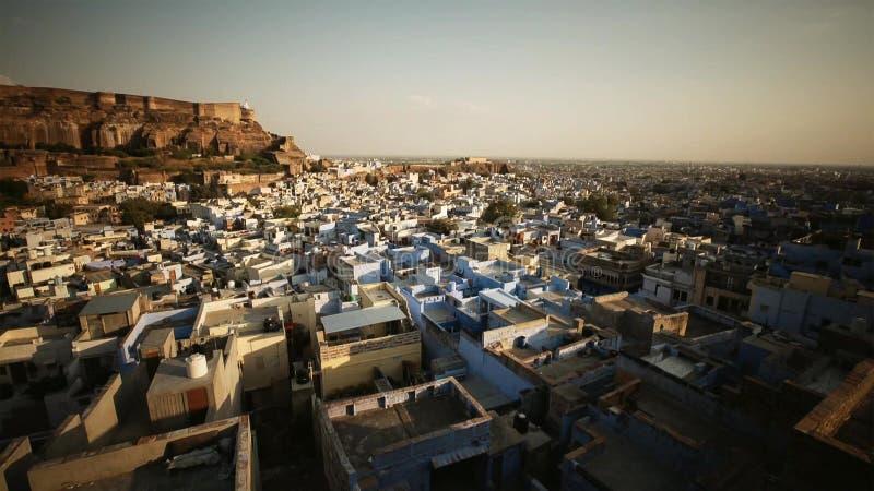 Μπλε πόλη Jodhpur, Rajasthan, Ινδία, με το οχυρό Mehrangharh και το μαυσωλείο Jaswant Thada στοκ εικόνες
