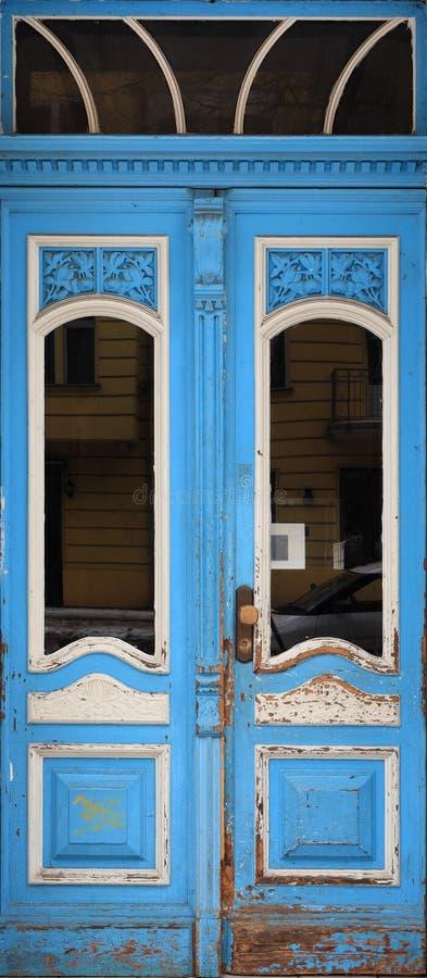 μπλε πόρτα παλαιά στοκ φωτογραφίες