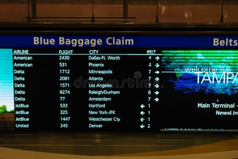 Μπλε σημάδι αξίωσης αποσκευών στο διεθνή αερολιμένα της Τάμπα στοκ εικόνα με δικαίωμα ελεύθερης χρήσης