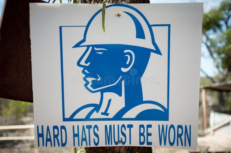 Μπλε σημάδι με το σκληρό καπέλο και την προειδοποίηση στοκ εικόνες με δικαίωμα ελεύθερης χρήσης
