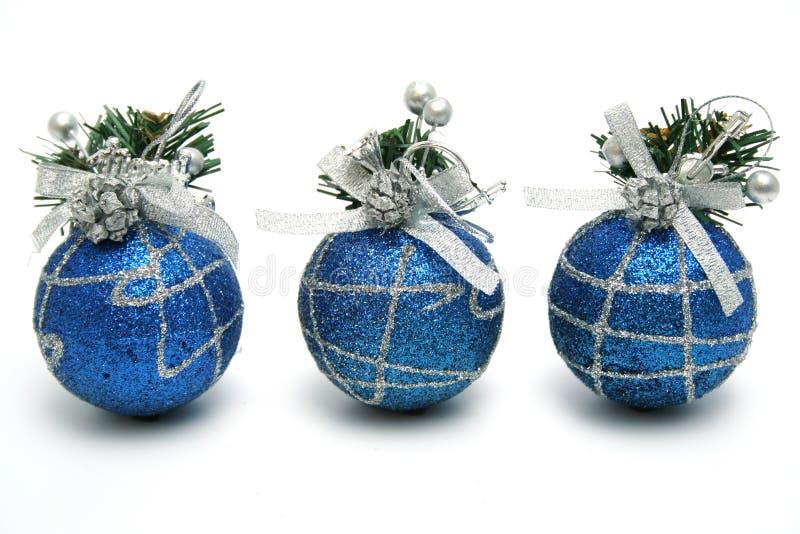 μπλε σκοτεινές σφαίρες τρία χρώματος Χριστουγέννων στοκ εικόνες