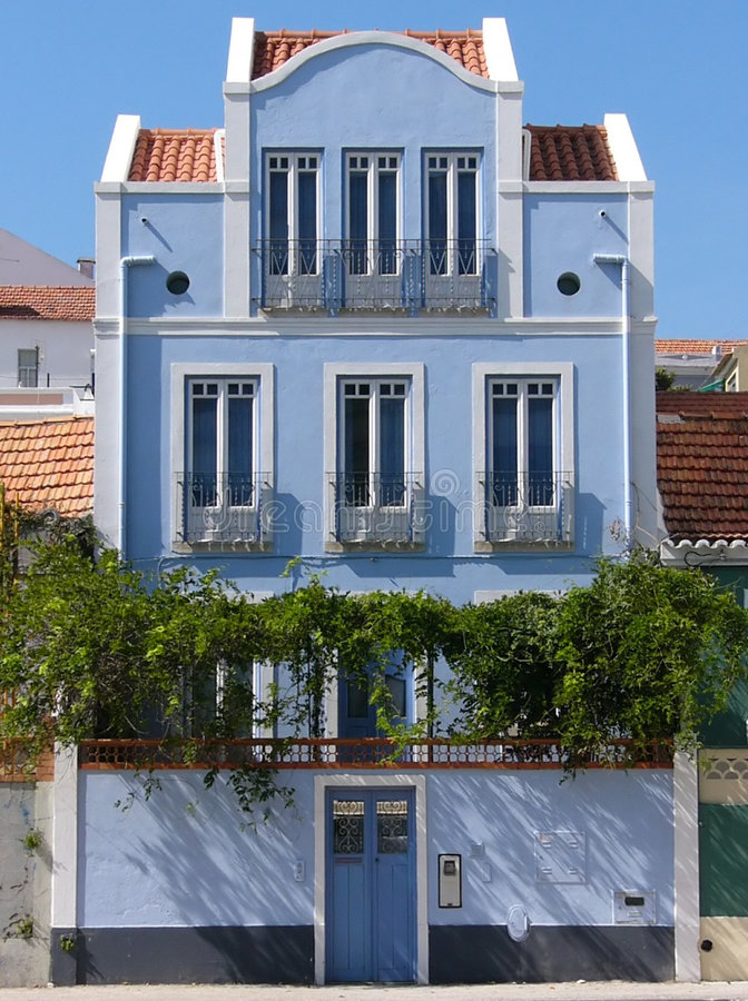 Download μπλε σπίτι στοκ εικόνες. εικόνα από συμμετρία, πόρτα, χρώματα - 55548