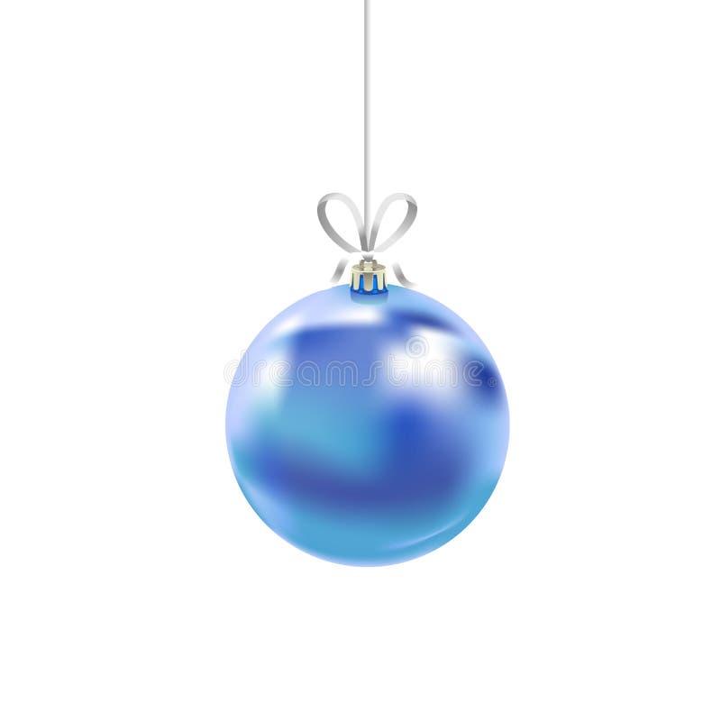 Μπλε σφαίρα γυαλιού Χριστουγέννων με την κορδέλλα που απομονώνεται στο άσπρο υπόβαθρο Παραδοσιακή νέα διακόσμηση δέντρων έτους Σύ ελεύθερη απεικόνιση δικαιώματος