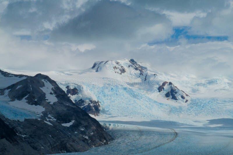 Μπλε τομέας και βουνό παγετώνων πάγου patagonian στοκ φωτογραφίες με δικαίωμα ελεύθερης χρήσης
