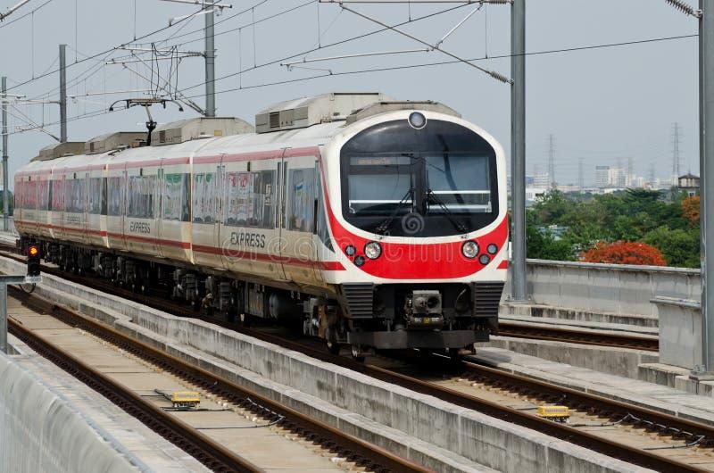 μπλε τραίνο ουρανού σιδηροδρόμων στοκ εικόνα με δικαίωμα ελεύθερης χρήσης