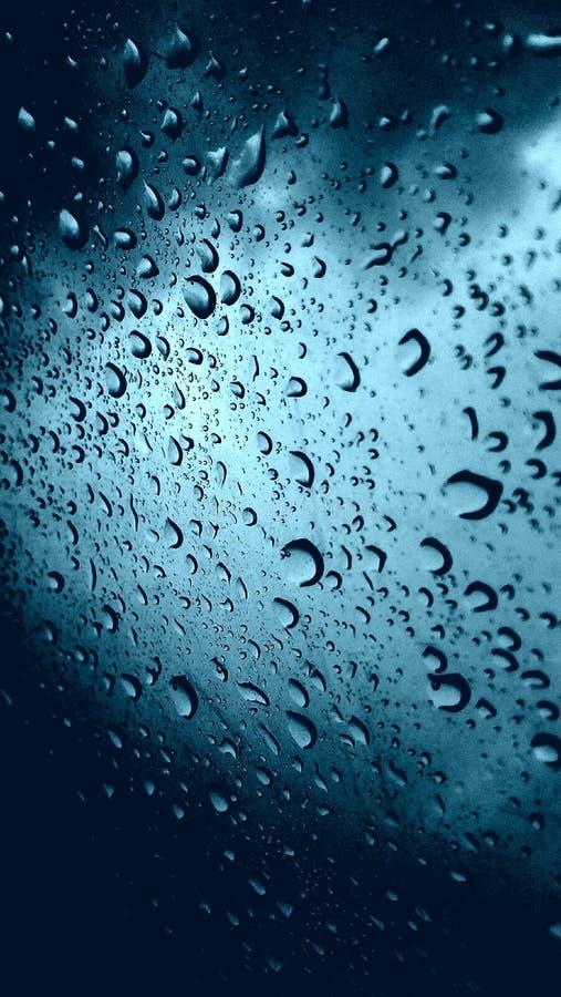 Σταγόνες βροχής στο γυαλί στοκ εικόνες με δικαίωμα ελεύθερης χρήσης