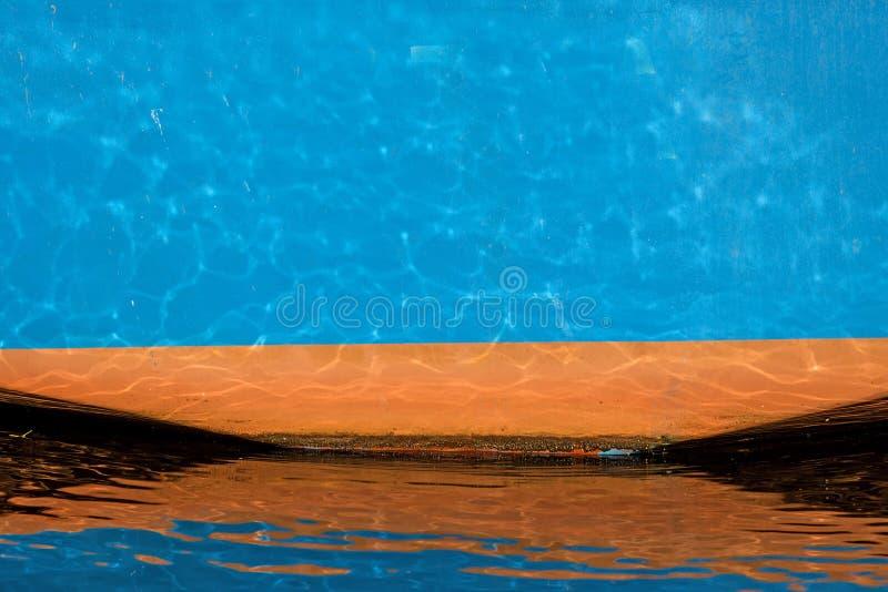 Μπλε φλούδα σκαφών σε έναν λιμένα στοκ εικόνα