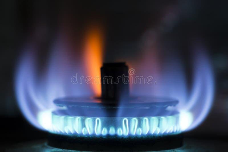 Μπλε φλόγα σομπών αερίου στοκ εικόνες