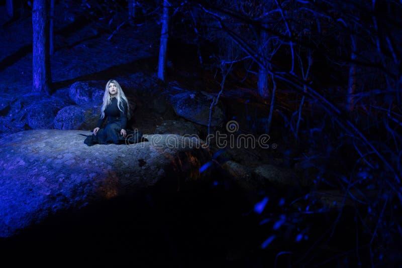 Μπλε φω'τα στο βράχο στοκ φωτογραφία με δικαίωμα ελεύθερης χρήσης