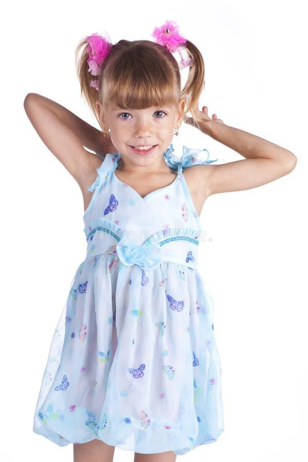 μπλε χαριτωμένο κορίτσι φορεμάτων λίγο πορτρέτο στοκ εικόνα