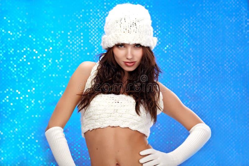 μπλε χειμώνας κοριτσιών μό&de στοκ φωτογραφία με δικαίωμα ελεύθερης χρήσης