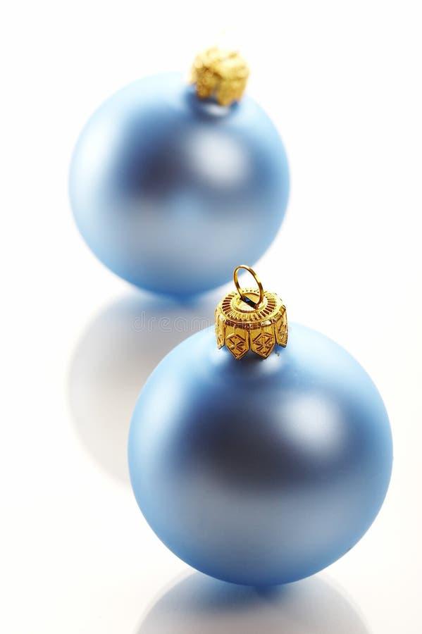 μπλε Χριστούγεννα σφαιρών στοκ εικόνες