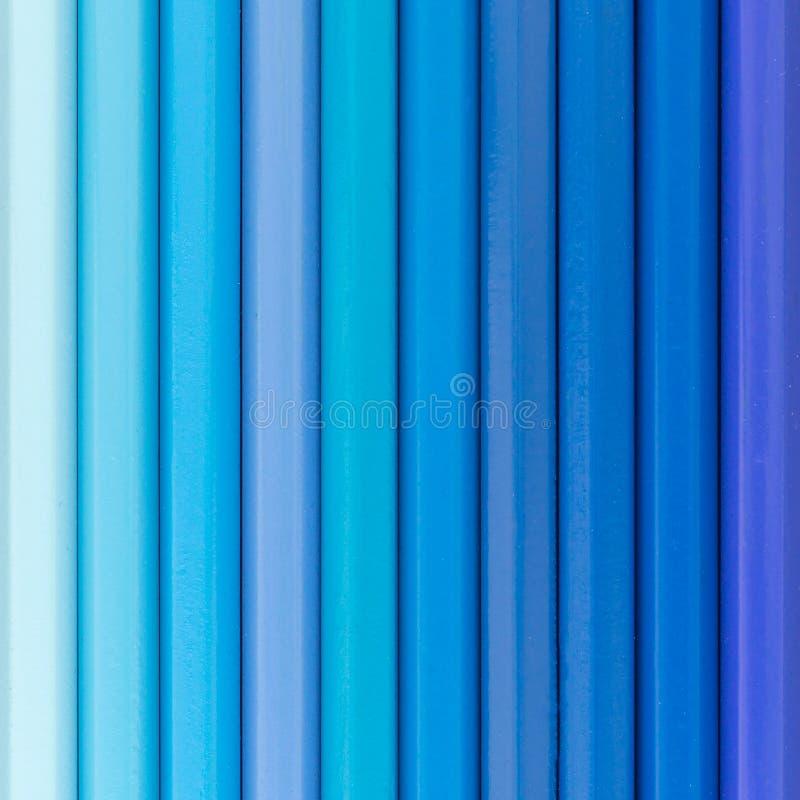 Μπλε χρωματισμένη τοπ άποψη υποβάθρου μολυβιών στοκ εικόνες
