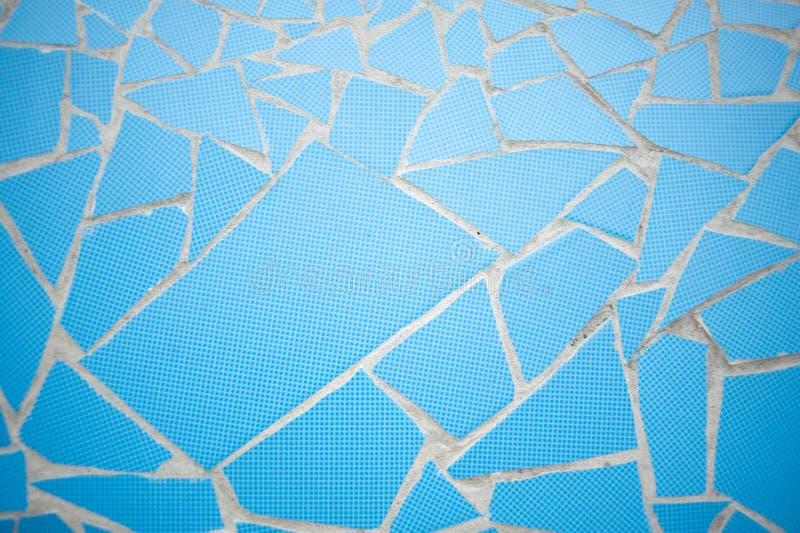 Μπλε χρωματισμένο κεραμίδι ντεκόρ συμμετρίας πετρών βράχου με τη σύσταση υποβάθρου τοίχων ρωγμών στοκ φωτογραφία με δικαίωμα ελεύθερης χρήσης