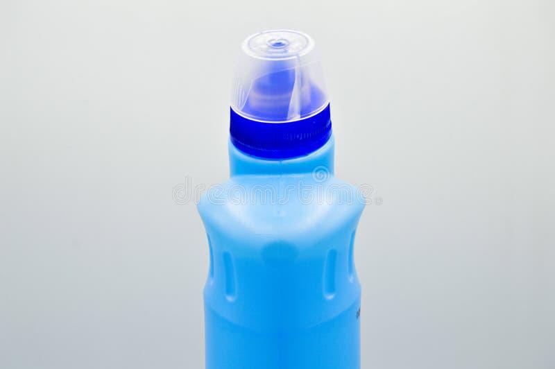 Μπλε χρωματισμένο πλαστικό καθαριστικό μπουκάλι Καλλυντικό, εμπορευματοκιβώτιο Μπουκάλια, βρώμικα στοκ φωτογραφίες με δικαίωμα ελεύθερης χρήσης