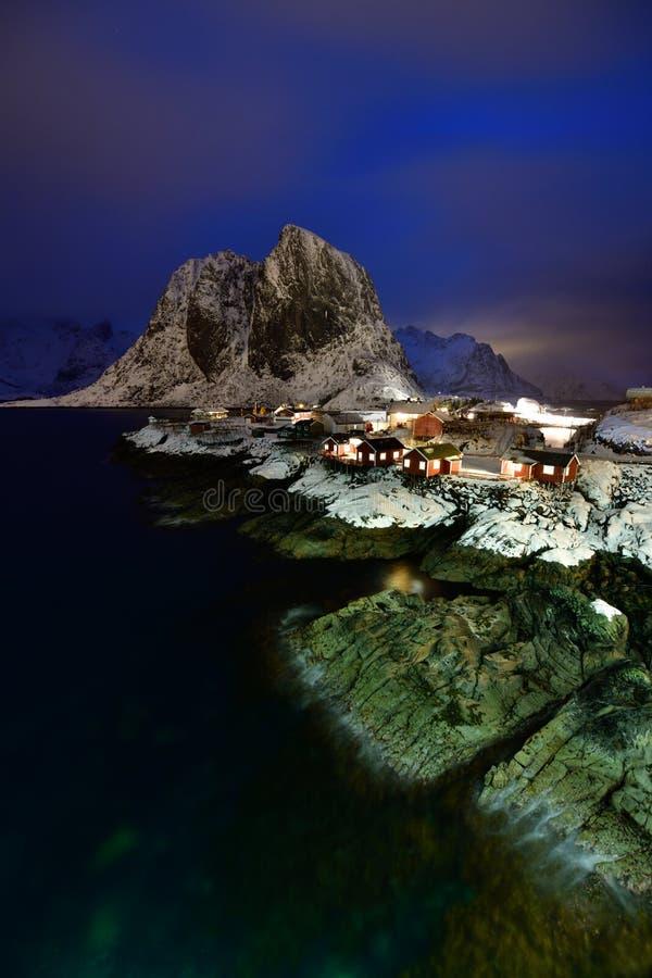 Μπλε ώρα σε Hamnoy, αρχιπέλαγος Lofoten, Νορβηγία στο χειμώνα, αντανάκλαση νερού σε Hamnoy στοκ φωτογραφία με δικαίωμα ελεύθερης χρήσης