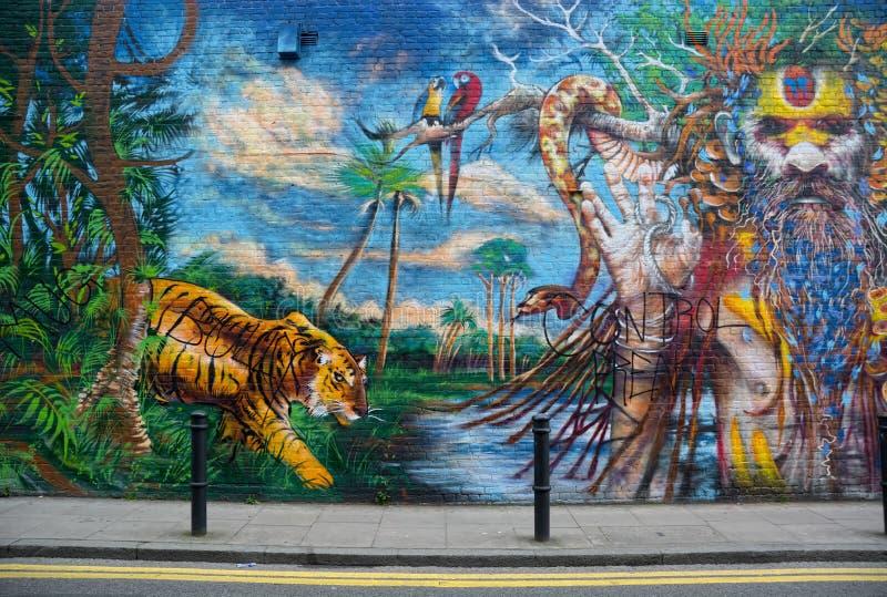 Μπογιά στη ζούγκλα και μυστικιστικά τοιχώματα Τέχνη του δρόμου στοκ φωτογραφίες με δικαίωμα ελεύθερης χρήσης