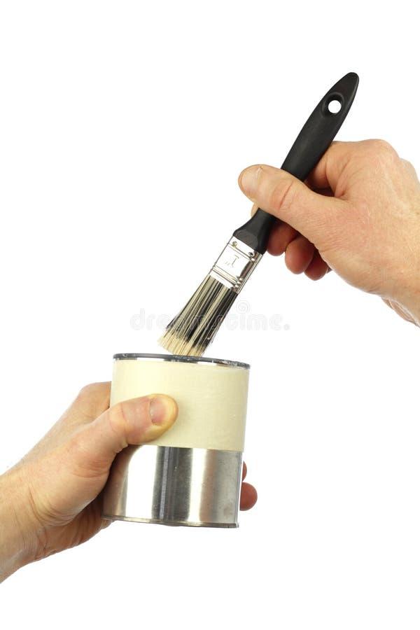 μπορέστε κρατημένο χέρια πινέλο χρωμάτων στοκ φωτογραφία με δικαίωμα ελεύθερης χρήσης
