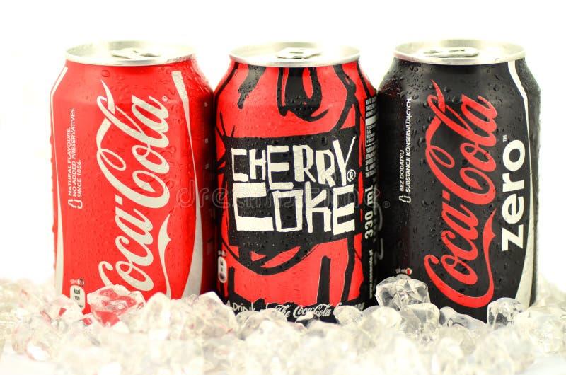 Μπορέστε της Coca-Cola, κοκ κερασιών και της Coca-Cola μηά ποτά στον πάγο στοκ φωτογραφίες