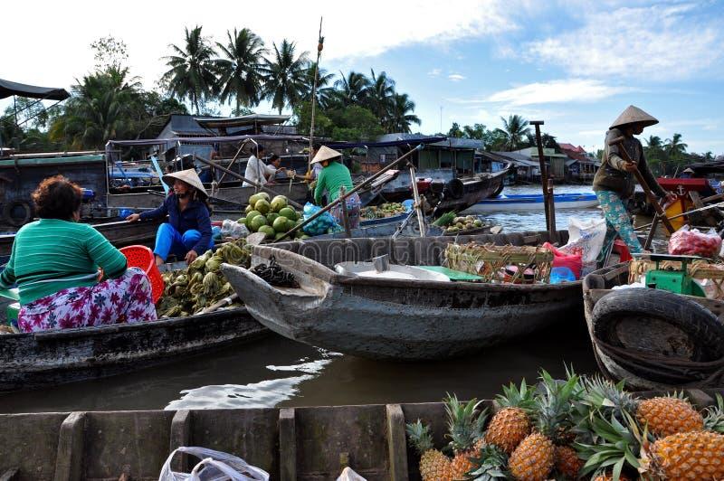 Οι πωλητές βαρκών μπορούν να επιπλεύσουν Tho αγορά, Mekong δέλτα, Βιετνάμ στοκ φωτογραφίες με δικαίωμα ελεύθερης χρήσης