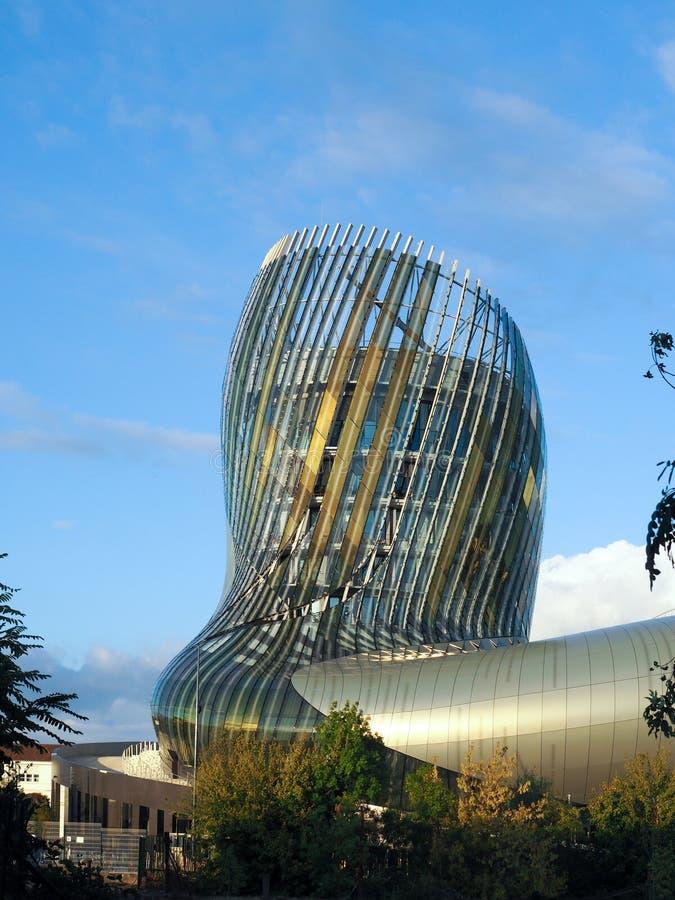 ΜΠΟΡΝΤΩ, GIRONDE/FRANCE - 18 ΣΕΠΤΕΜΒΡΊΟΥ: Άποψη Λα Cite du Vin στοκ εικόνες