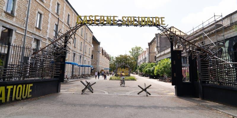 Μπορντώ, Gironde/Γαλλία - 05 26 2019: Δαρβίνος, εναλλακτική θέση Caserne Niel και τρόπος ζωής στο πρότυπο εμβλημάτων Ιστού στοκ εικόνα με δικαίωμα ελεύθερης χρήσης