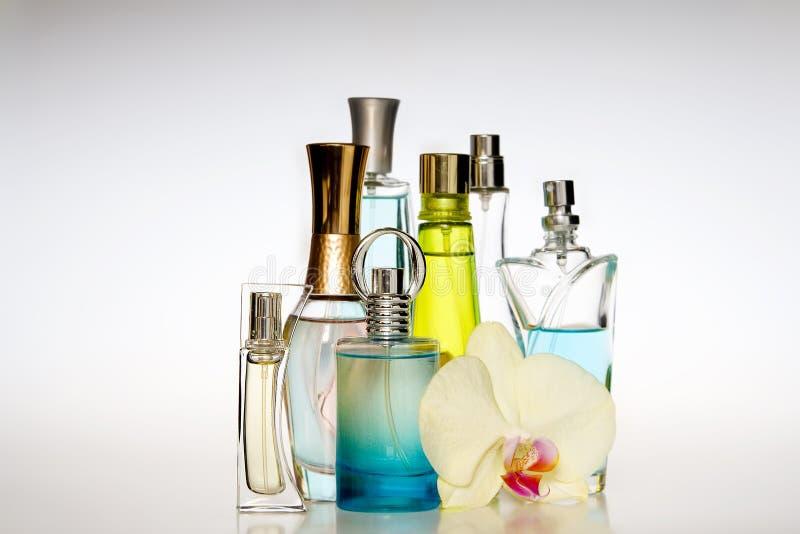 Μπουκάλια αρώματος στοκ εικόνες με δικαίωμα ελεύθερης χρήσης