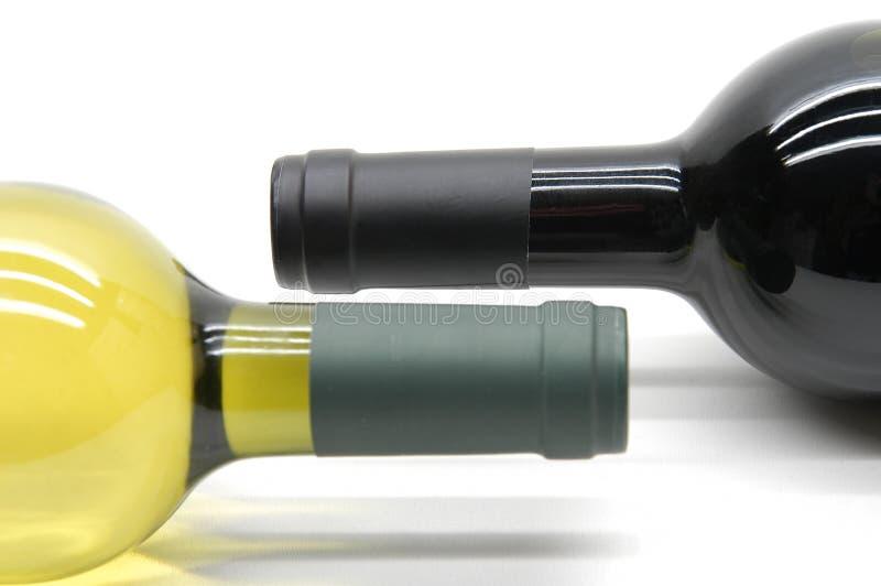 Download μπουκάλια δύο στοκ εικόνα. εικόνα από άσπρος, κρασί, πώμα - 125095