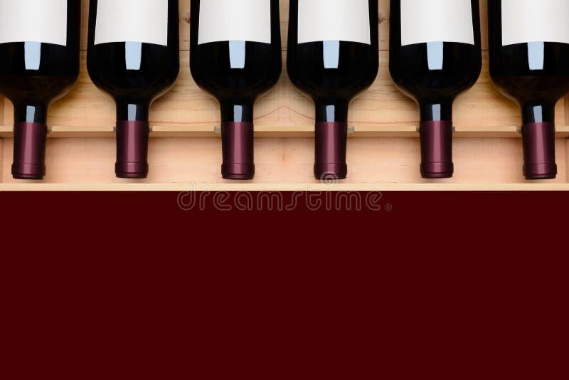 Μπουκάλια κρασιού σε περίπτωση που κενές ετικέτες για τις επιλογές στοκ φωτογραφίες με δικαίωμα ελεύθερης χρήσης