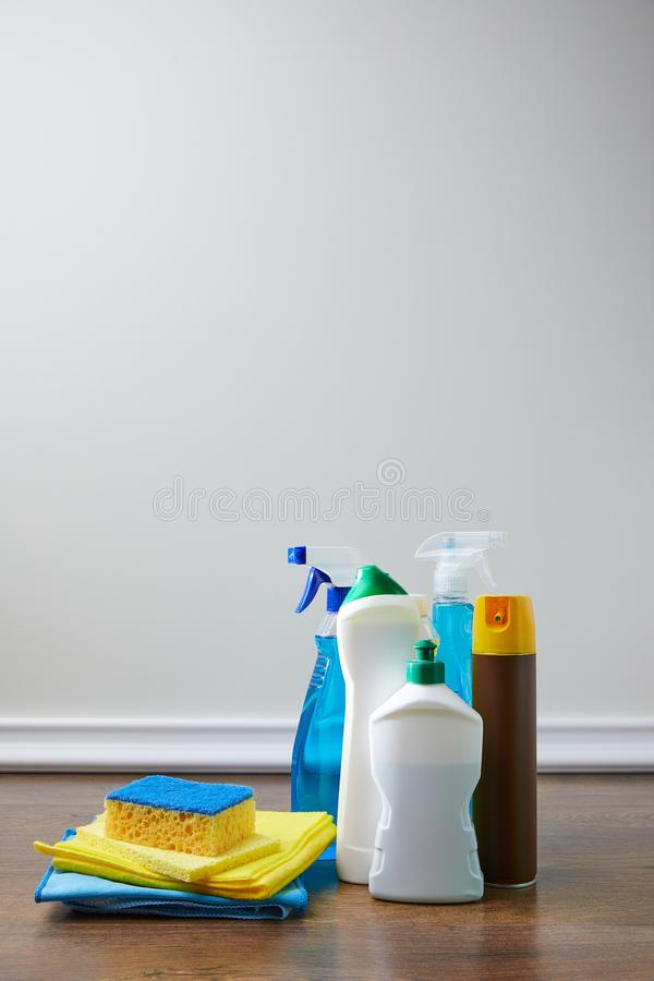 μπουκάλια με τα αντισηπτικά υγρά στοκ φωτογραφία
