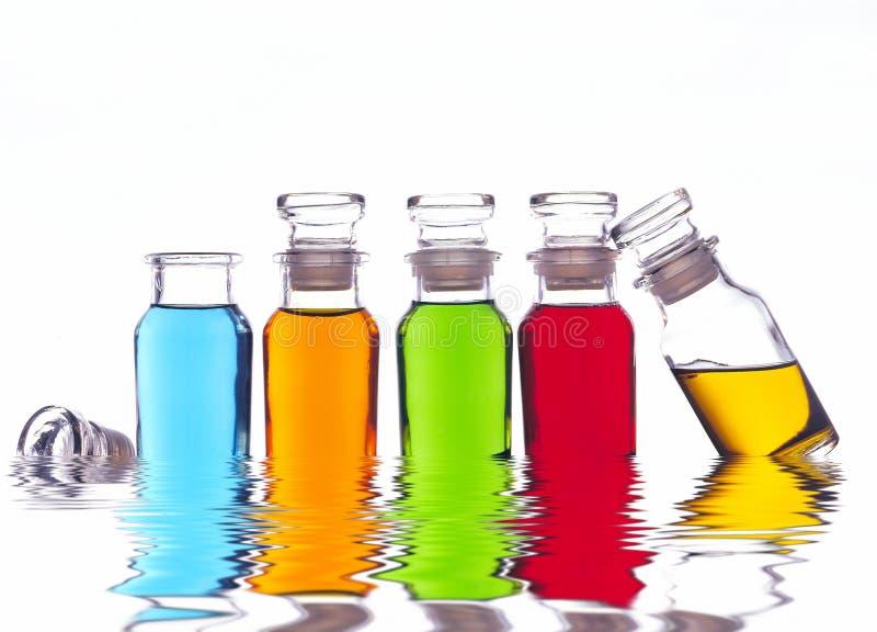 μπουκάλια που χρωματίζο&n στοκ εικόνες