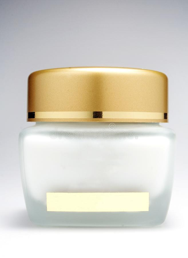 Μπουκάλι κρέμας καλλυντικών με ένα άσπρο υπόβαθρο στοκ φωτογραφία